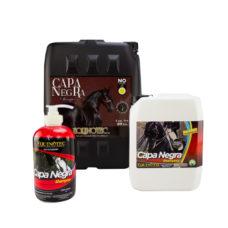 BAÑALO CAPA NEGRA Shampoo para caballo de capa negra Equinotec Alamazonas Reestructura el pelo quemado causado por el sol. Reafirma e intensifica el color desde el primer baño, dándole un brillo natural. Como todos nuestros shampoos. Abundante espuma, y sumamente rendidor.